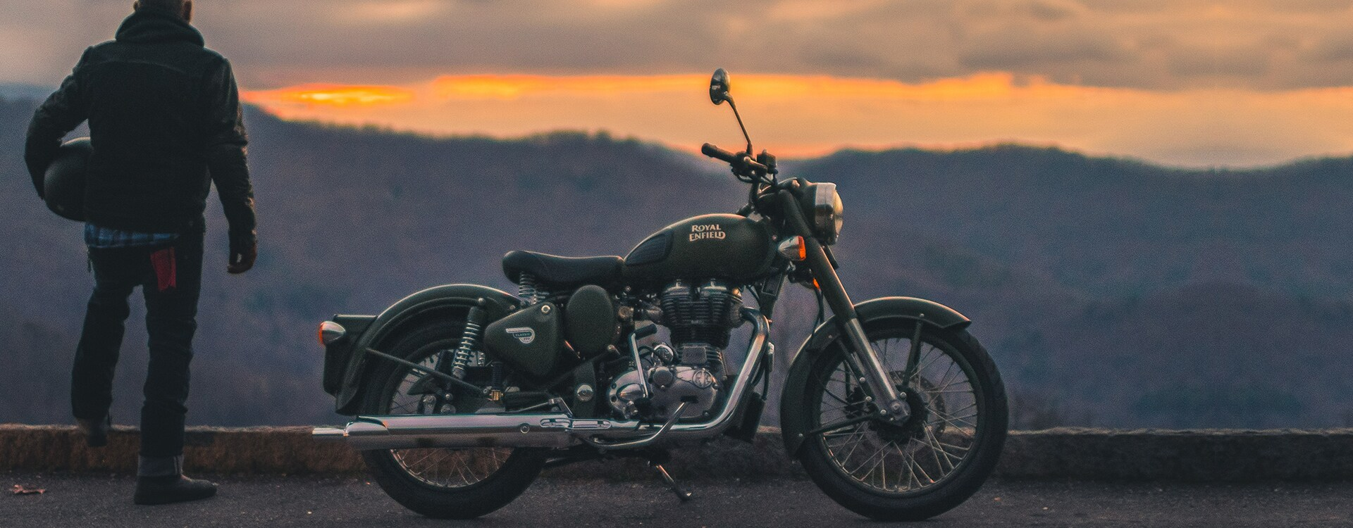 Classic 500 Battle Green - Timeless styling